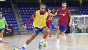 Melhor do mundo no futsal, brasileiro renova com o Barcelona até 2024