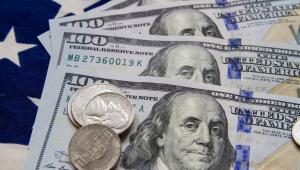 Dólar recua com mercados à espera da manifestação do Fed sobre a política de juros