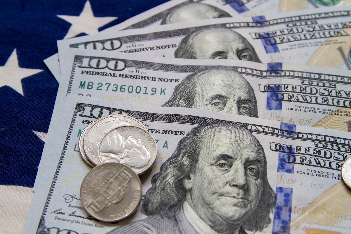 Dólar recua, mesmo com apreensão doméstica com desdobramentos políticos com instalação da CPI e incertezas fiscais pelo Orçamento de 2021