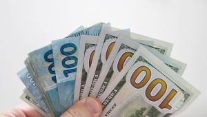 Dólar vai a R$ 5,68 e acumula alta de 1,4% na semana; Ibovespa retoma os 115 mil pontos