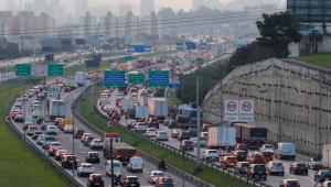 Motoristas não podem 'relaxar' após mudanças no código de trânsito, diz especialista
