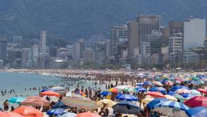 Praias do Rio registram aglomeração em domingo de calor