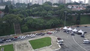 Vacinação contra a Covid-19 em São Paulo tem longa fila de espera e congestionamento
