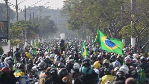 Milhares de pessoas se reúnem em 'motociata' promovida por Bolsonaro em São Paulo