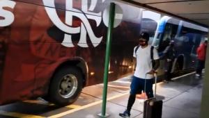 Com equipe médica no aeroporto, delegação do Flamengo desembarca no RJ em 2 voos