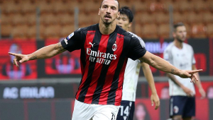 Ibrahimovic faz dois gols e Milan vence na estreia do Campeonato Italiano