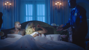 Jennifer Lopez e Maluma vivem trama policial em clipe duplo de 'Pa Ti' e 'Lonely'