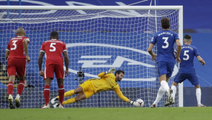 Na estreia de Thiago, Liverpool vence o Chelsea com brilho de Alisson