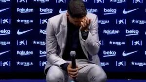Suárez chora e evita reclamar em despedida do Barcelona: 'Saio orgulhoso'