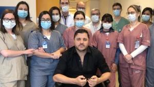 Maurício Manieri celebra alta após infarto: 'Agora de coração novo'