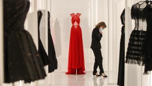 Semana de Moda de Paris começa nesta segunda com desfiles esvaziados e expectativa de atos políticos