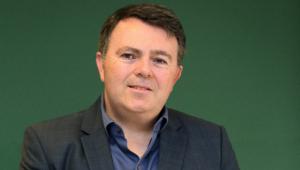 CEO da Via Varejo conta que ficou 1 ano com o rosto deformado por estresse