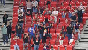 Enquanto 'bate cabeça' por volta de torcedores, Brasil vê países da Europa reabrirem estádios