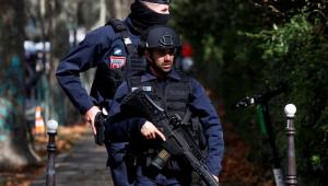 França investiga como terrorista atentado perto da sede do Charlie Hebdo