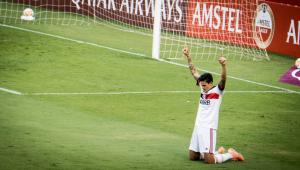 Desfalcado, Flamengo reencontra bom futebol e bate o Barcelona no Equador