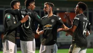 United sofre, mas faz dois gols no fim e avança na Copa da Liga Inglesa