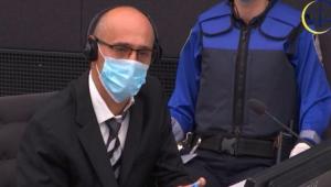 Acusado de crimes de guerra, comandante de guerrilha no Kosovo comparece a tribunal de Haia