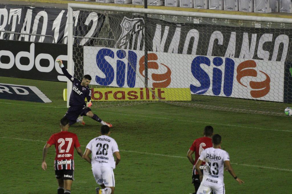 Volpi falha após novo 'míssil' de Marinho, e São Paulo cede empate ao Santos  na Vila | Jovem Pan