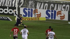 Volpi falha após novo 'míssil' de Marinho, e São Paulo cede empate ao Santos na Vila