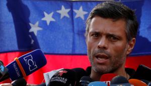 Depois de 18 meses refugiado, líder da oposição venezuelana chega à Espanha