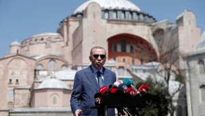 Presidente turco critica Macron e pede boicote aos produtos franceses