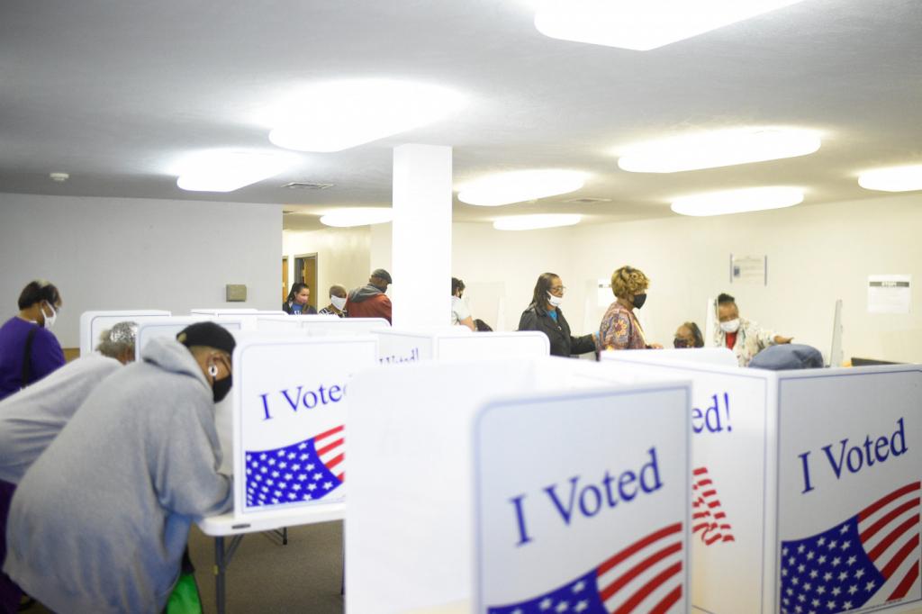 Faltando uma semana para as eleições, EUA alcançam 50% dos votos de 2016 – Jovem Pan