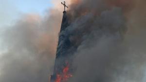 Jovens chilenos dão show de fascismo ao destruir igrejas