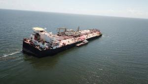 Navio carregado de petróleo pode afundar na Venezuela