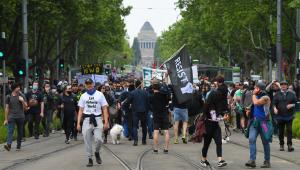 Em Melbourne, manisfestantes pedem pelo fim do confinamento