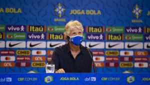 Pia Sundhage durante entrevista coletiva pela seleção brasileira