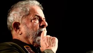 Lula, Homem grisalho olhando para o horizonte com mão no rosto