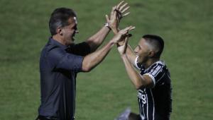 Com gol no fim, Corinthians vence o Vasco por 2 a 1 em São Januário