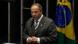 Josias comenta afastamento de Chico Rodrigues: 'Debilidade do senador pode livrá-lo da sanção cautelar'