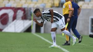 Garoto supera Pelé e vira o segundo mais novo a jogar pelo Santos