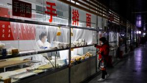 China detecta amostra viva do coronavírus em embalagens de bacalhau congelado