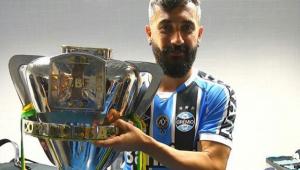 Ex-Corinthians e Grêmio, Douglas anuncia aposentadoria aos 38 anos
