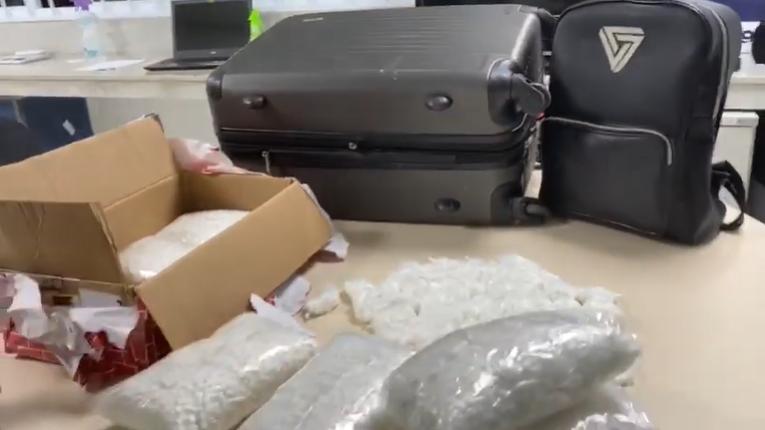 Polícia Rodoviária prende mulher com 45 mil comprimidos da droga 'Boa Noite Cinderela' – Jovem Pan