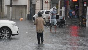 Temporal causa alagamentos e desabamentos na cidade de São Paulo