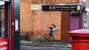 'Menina do hula-hoop': Banksy revela novo grafite na Inglaterra
