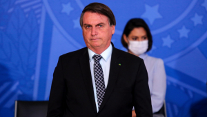Ameaçado de processo por Dino, Bolsonaro pede desculpas por 'brincadeira' no Maranhão