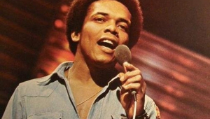 Johnny Nash, cantor de 'I Can See Clearly Now', morre aos 80 anos