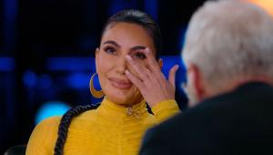 Kim Kardashian chora ao lembrar assalto de 2016: 'Achei que Kourtney ia me encontrar morta'
