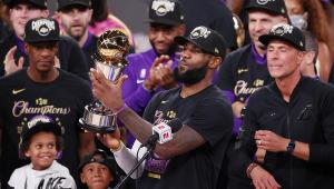 LeBron James renova com o Los Angeles Lakers por R$ 445 milhões