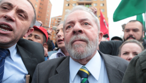 Dólar vai a R$ 5,78, maior valor desde maio, com anulação dos processos de Lula; Ibovespa despenca 4%