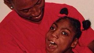 Jovem com paralisia cerebral encontrada viva em funerária morre dois meses depois