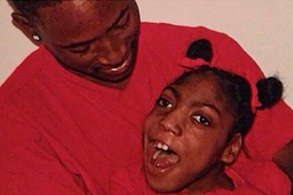 Jovem com paralisia cerebral encontrada viva em funerária morre dois meses depois – Jovem Pan