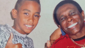 Neguinho da Beija-Flor posta foto com neto morto em tiroteio: 'Será sempre esse menino sorridente'