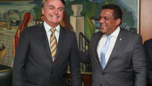 A aliado, Bolsonaro prometeu declarar apoio à reeleição de Crivella