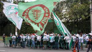 Torcedores cobram diretoria e jogadores do Palmeiras: 'Muito dinheiro e pouca obrigação'