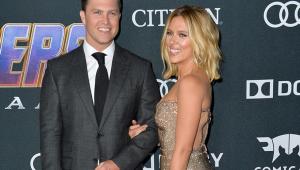 Scarlett Johansson se casa com Colin Jost em cerimônia íntima em Nova York